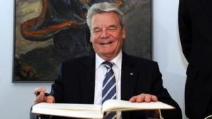 Gauck unterzeichnet ESM-Vertrag