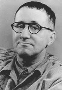 """Bertold Brecht Zitat: """"Der Bankraub ist eine Initiative von Dilettanten. Wahre Profis gründen eine Bank."""""""